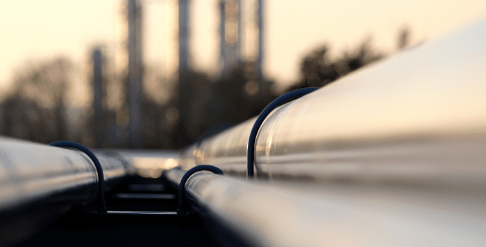 Oil pipeline heads to refinery