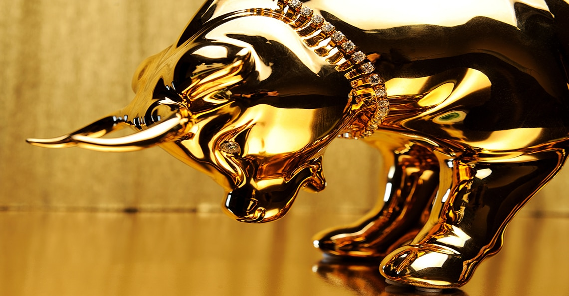 Gold bull preparing to charge