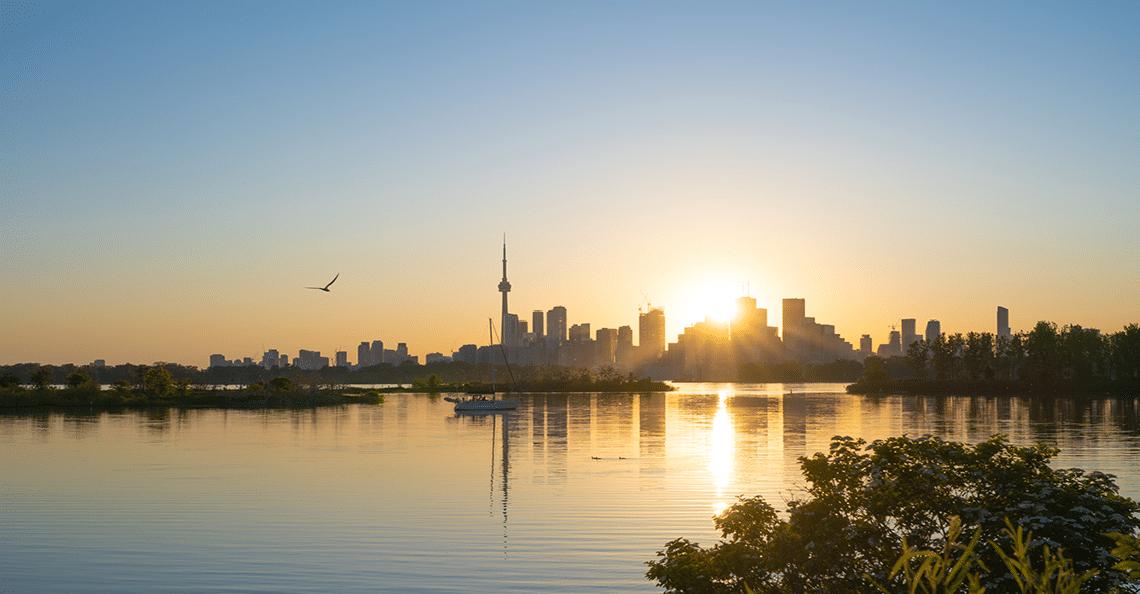 toronto skyline sunrise