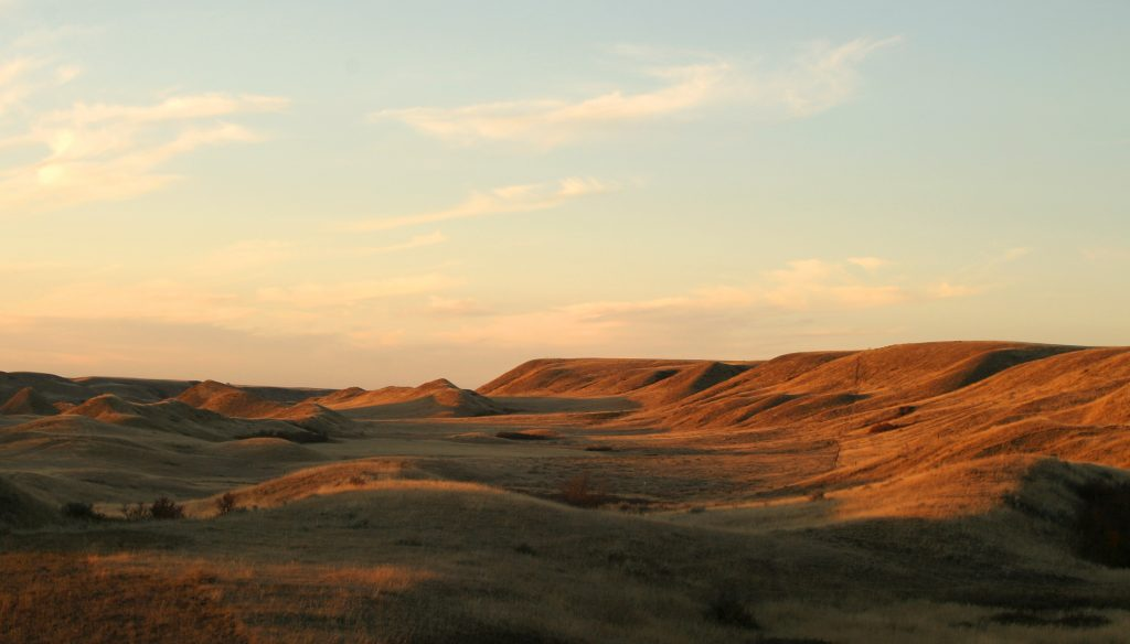rolling prairie hills in manitoba